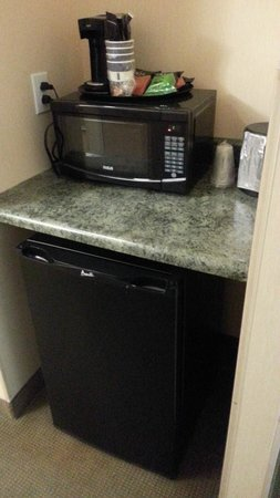 Best Western Plus Philadelphia Airport South at Widener University: Microwave/Fridge/Coffee Maker
