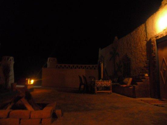 Chez les Habitants : B&B courtyard