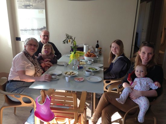 Corte San Luca Apartments: Having breakfast with the family