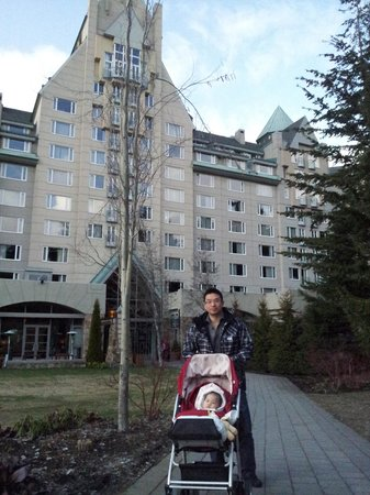 Fairmont Chateau Whistler Resort: Going for a walk outside