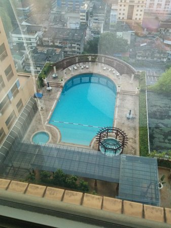 Sunway Putra Hotel : View from the room of the pool on 11th floor