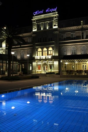 Hotel Lapad: pretty at night