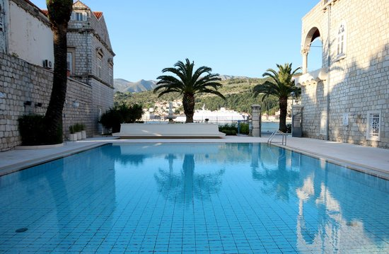 Hotel Lapad : pool in front of the hotel