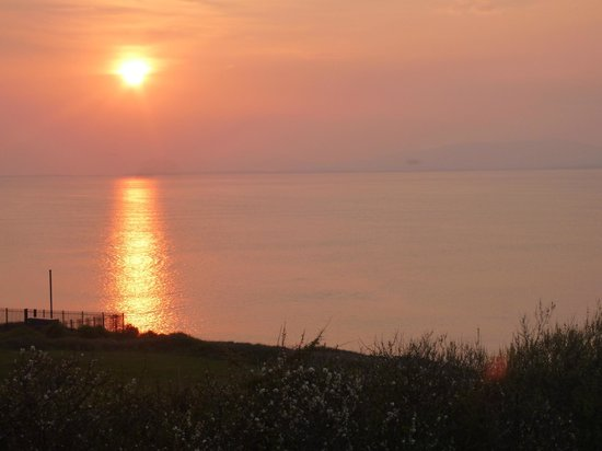 The Gaslight Restaurant and B&B: Sunset at Easter in Rossnowlagh