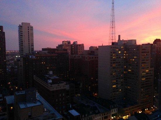 Kimpton Hotel Palomar Philadelphia: Evening view southwest from 2102