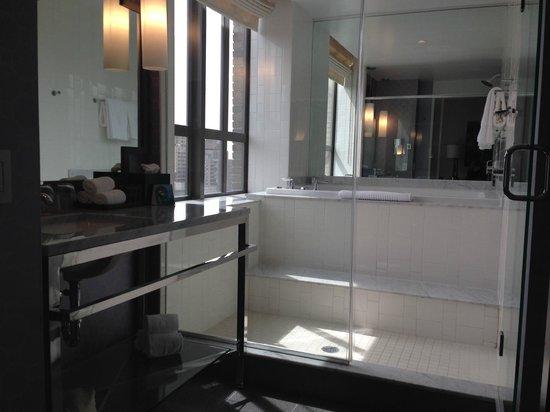 Kimpton Hotel Palomar Philadelphia : Bathroom in 2102