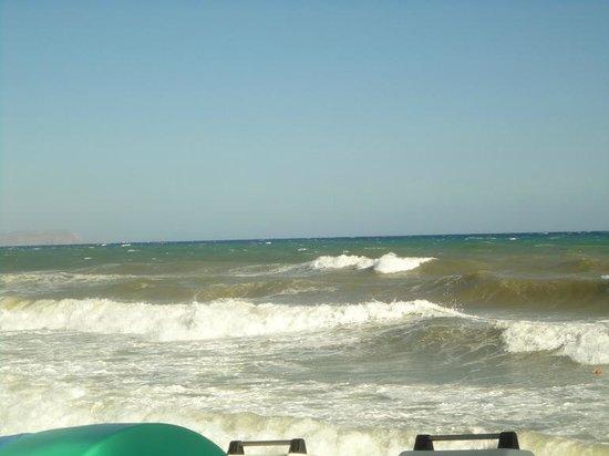 Aldemar Cretan Village: море штормит