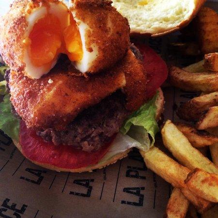 """La place: The """"egg"""" burger"""