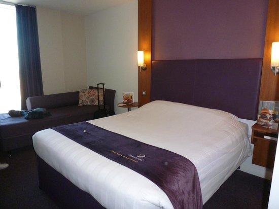 Premier Inn Glasgow City Centre Buchanan Galleries Hotel: The Bedroom