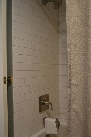 Grand Canyon Railway Hotel : Love the tile in the shower