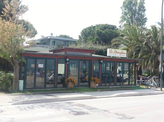 Roseto Degli Abruzzi, Italy: entrata da sx