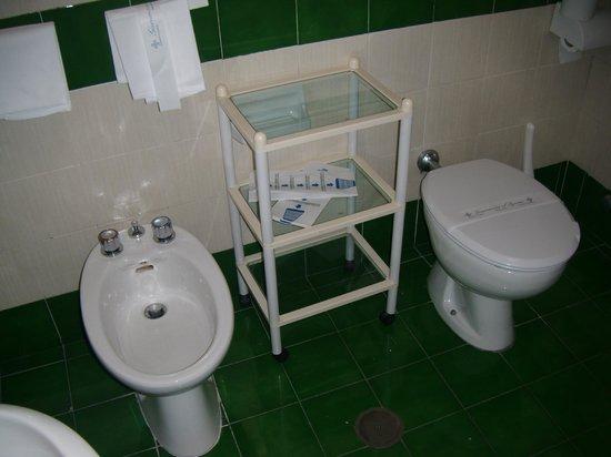 Britannique Hotel : salle de bain coté droit