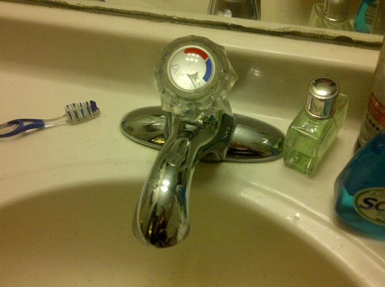 Super 8 Huron: Sink faucet stuck on cold