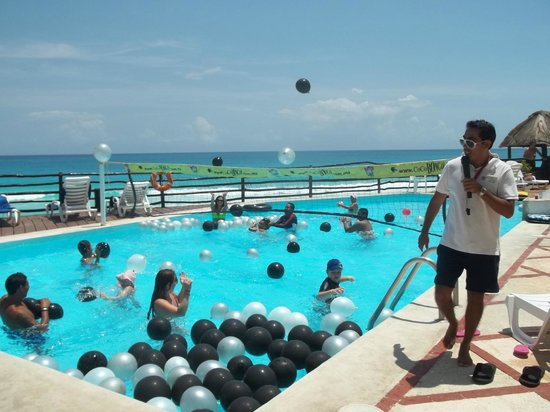 Hotel Yalmakan: Activities all day at the pool