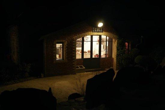 Petites Maisons dans la Prairie : salon nuit
