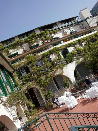 Hotel Spa Villa del Mare: Terrazzo con vista sul mare,  in cui poter fare una buona colazione!