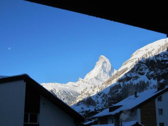 Sunstar Style Hotel Zermatt: Sonnenaufgangsstimmung aus Zimmer 303