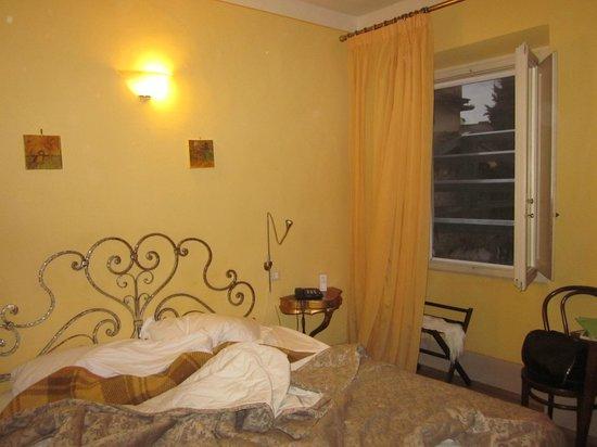 Hotel Azzi - Locanda degli Artisti : Комната