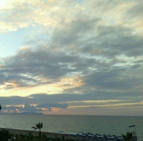 Aquila Rithymna Beach Hotel : Sunset from room with sea view