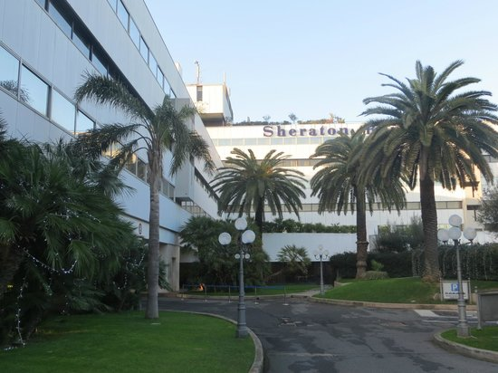 Sheraton Roma Hotel & Conference Center : Front side hotel