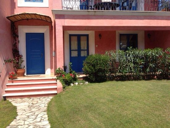 Aparthotel Villa Peonia: L'ingresso principale.