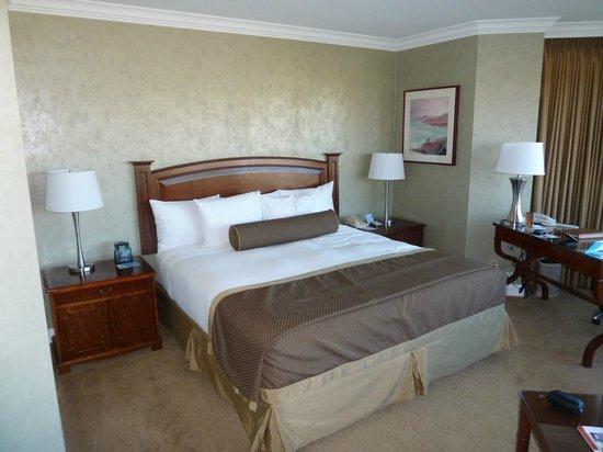 Hilton Los Angeles/Universal City: Large comfy bed