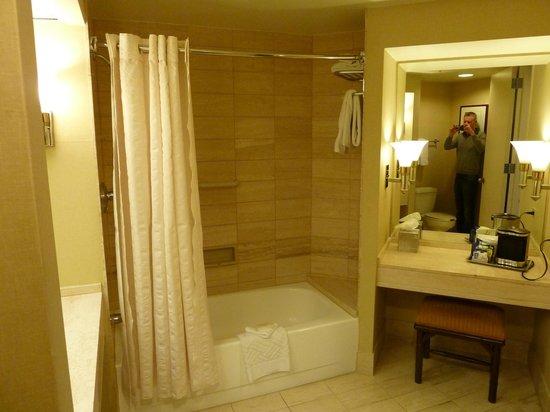Hilton Los Angeles/Universal City: Shower