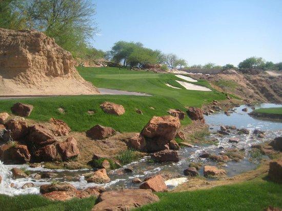 Wolf Creek Golf Club: Waterfall