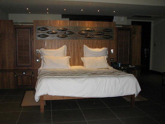Trou aux Biches Beachcomber Golf Resort & Spa: Le lit double