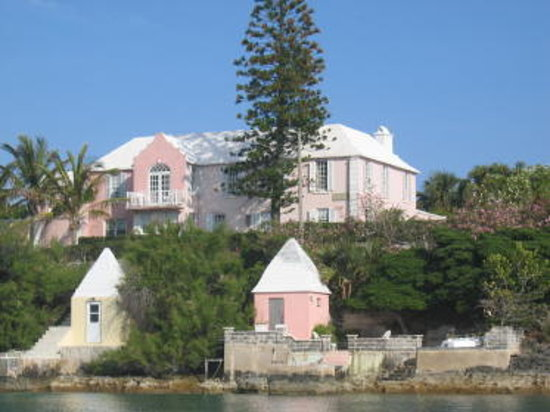 Granaway Guest House & Cottages: Granaway from the waterside