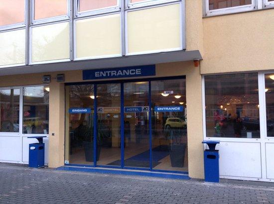 A&O Frankfurt Galluswarte: Entrance