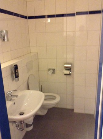 A&O Frankfurt Galluswarte: Toilet