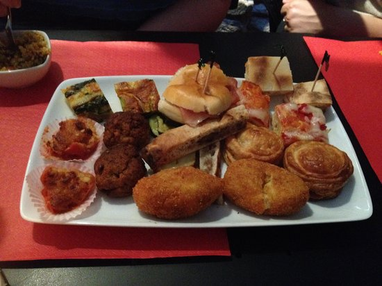 Kundera Caffe Bistrot : The Regular aperitivo plate