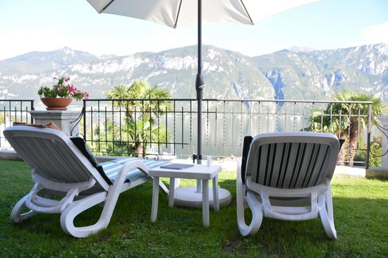 Hotel Belvedere Bellagio: Nice chairs to lounge in