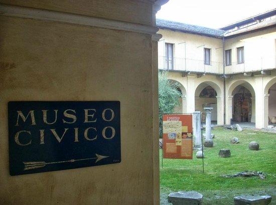 San Francesco Church : Ingresso Museo Civico di Cuneo