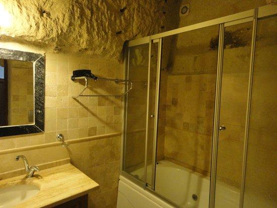 Dervish Cave House : bath