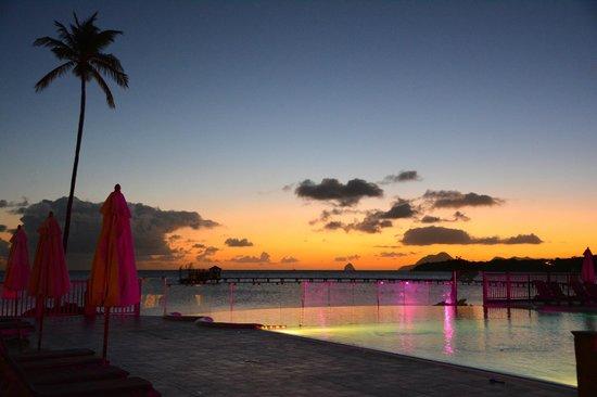 Club Med Les Boucaniers : Coucher du soleil sur la piscine