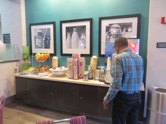 Hampton By Hilton Miami-Coconut Grove/Coral Gables: Breakfast Area 1