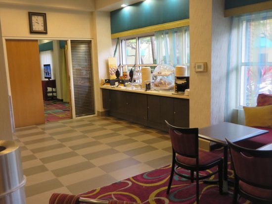 Hampton By Hilton Miami-Coconut Grove/Coral Gables: Breakfast Area 2