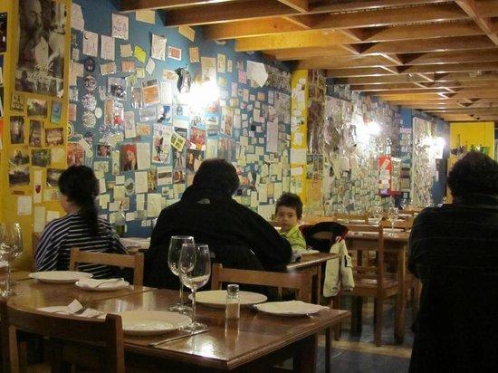 La Luna Restaurant: Colorful interior