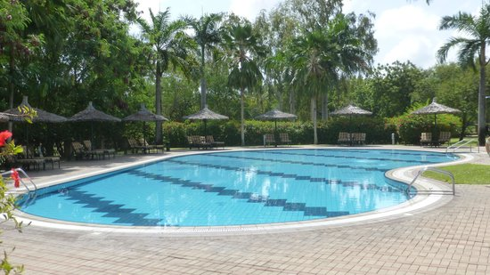 Swimming pool picture of dar es salaam serena hotel dar es salaam tripadvisor for Swimming pools in dar es salaam