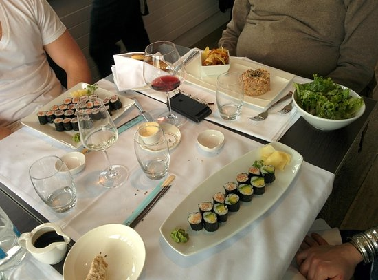 Lake Side: Sushi and tartare