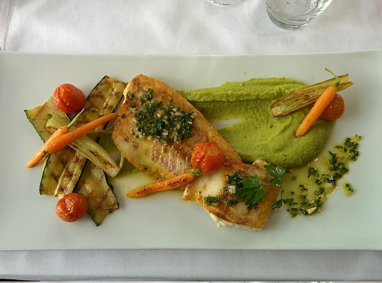 Lake Side: Bass filet with vegetables and pea purée