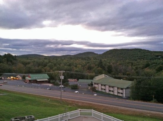 Mountain Edge Resort & Spa at Sunapee : Evening view