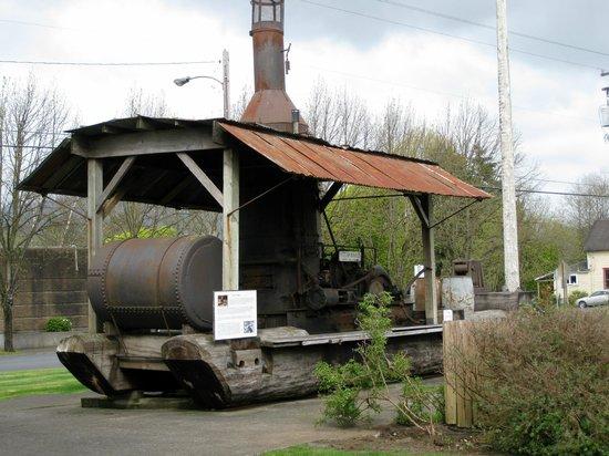 Tillamook County Pioneer Museum: Tillamook Museum - steam 'donkey'