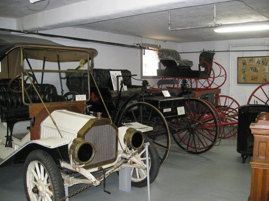 Tillamook County Pioneer Museum: Tillamook Museum - buggies, cars