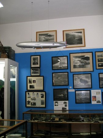 Tillamook County Pioneer Museum: Tillamook Museum - blimp exhibit