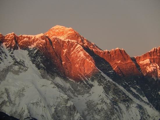 Hotel Himalayan: Sunset over Everest from room A-1