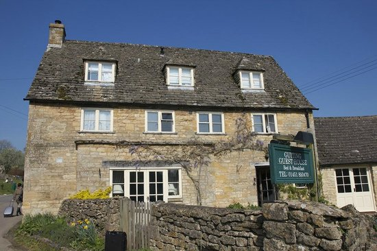 Guiting Guest House : The front and the entrance