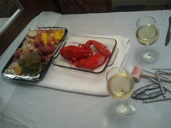 Island Vista: Dinner at the dinning room table